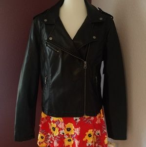 NWT😱😱 Levi's faux leather riding jacket😎
